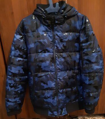 армейский куртка в Кыргызстан: Демисезонная куртка бренда Guess(со штатов), в идеальном состоянии