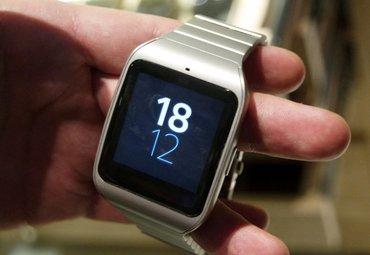 Bakı şəhərində Sony smartwatch 3 silver metal band  saat ideal veziyyetdedir. Suya