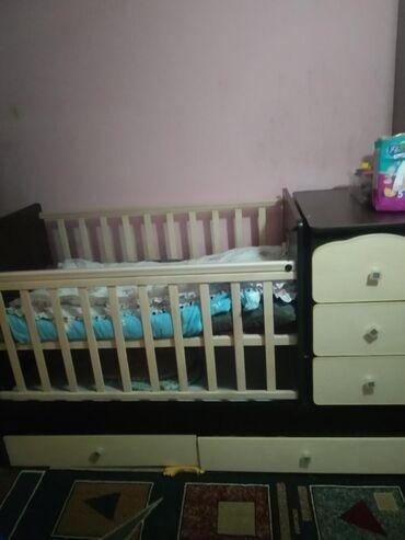 Срочно продаю детский манеж кровать с маятником и тумбочкой