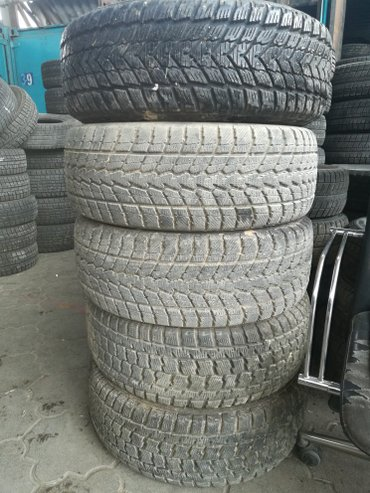 продаю две пары б/у зимних шин и запаску с титановым диском в хорошем  в Лебединовка