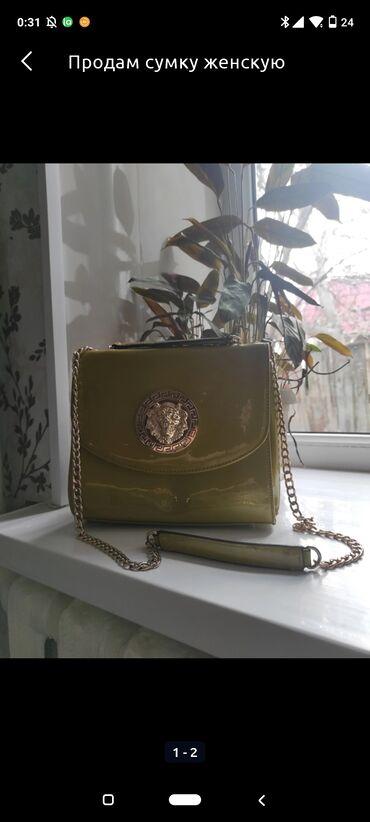 В хорошем состоянии женская сумочка