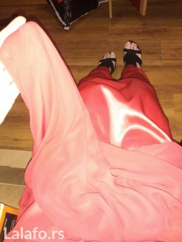 Crvena, svecana, duga haljina. Veoma udobna, kvalitetna i elegantna. - Obrenovac