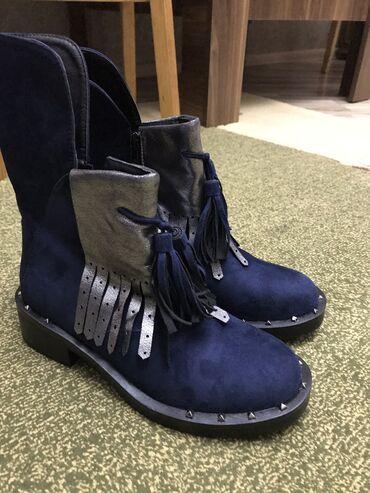 женские замшевые ботильоны в Азербайджан: Ботинки. 38 размер. Покупала за 35 манат. В россии. Продам за 15. Новы
