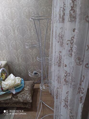 Горшки для растений - Кыргызстан: Продаю подставку для цветов,на 7 цветочных горшков, состояние
