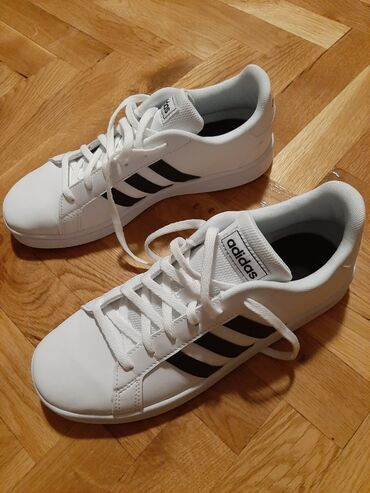Sako sa - Srbija: Nove Adidas patike,samo probane.Imaju i originalnu kutiju.Prodaju se