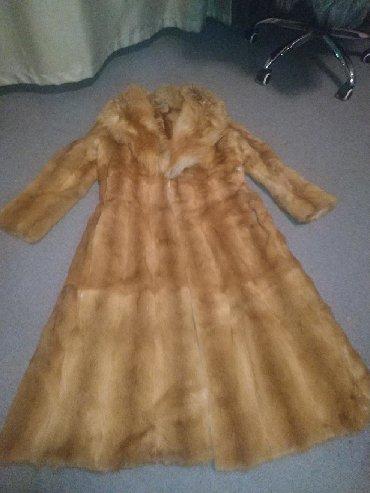 шуба натуральная лиса в Кыргызстан: Натуральная шуба из меха лисы.размер 44-48.торг уместен
