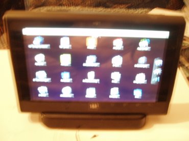 1&1 SmartPad vintidz tablet 7 inca sa dockom koji je ujedno i