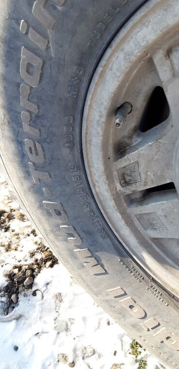 диски 19565 r15 в Кыргызстан: Грязевые шины с диском 33/12.5 r15 диски в хорошем состоянии отдам с