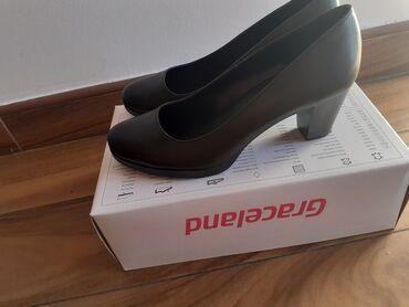 Crne cipele sa stabilnom štiklom. Jednom nošene, veličin 38. 1000,00