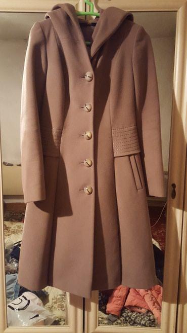 приталенное пальто в Кыргызстан: Пальто приталенное зимнее с капюшоном. Состояние нового