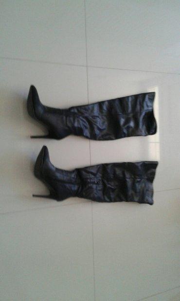 Ženska obuća | Backa Palanka: Crne kozne cizme uznad kolena mogu se presaviti imaju mali cipzar