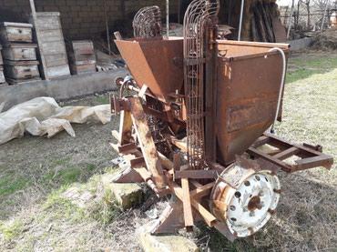 Qax şəhərində Traktor T 25 ucun kartofsepen. 2 cergeli. cerge arasi 66 sm.