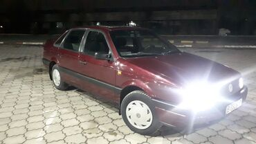 Автомобили - Бишкек: Volkswagen Passat 1.8 л. 1993   425985 км
