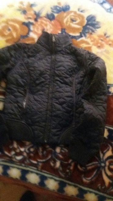 Crna kvalitetna zenska jakna s - Sokobanja