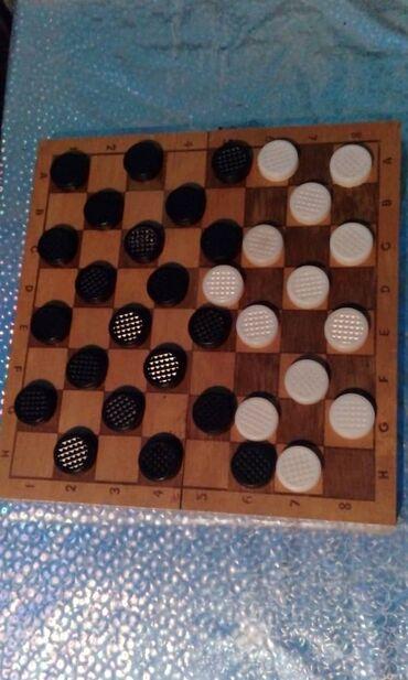 Шахматная доска деревянная. 21 черная 13 белых шашек. шашки щахматы