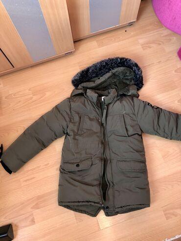 Debela zimska jakna za decaka. Velicina 14. Maslinasto zelena. Jakna j