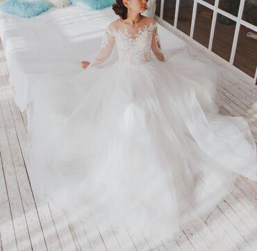 1808 объявлений: Продаю свадебное платье, покупала в г.Санкт- Петербург, одевала один р