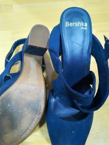 Bershka kozne sandale, teget boje, par puta nosene, bez ostecenja