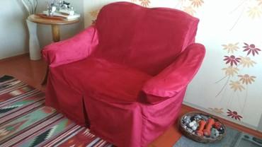 Двухместный мягкий диван. Новый велюровый чехол красного цвета. Размер