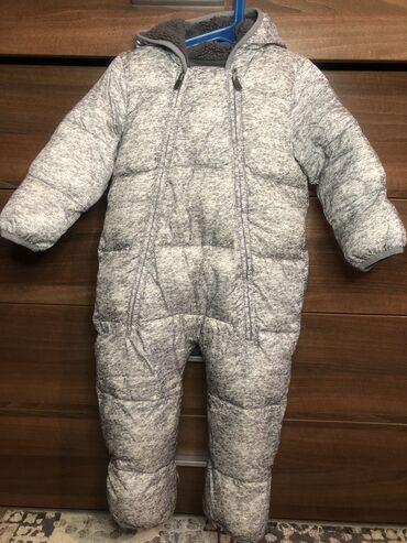 лыжный костюм бишкек цены in Кыргызстан | ВЕРХНЯЯ ОДЕЖДА: Продаю зимние комбинезоны GapОба комбинезона размер 18-24 мес. В