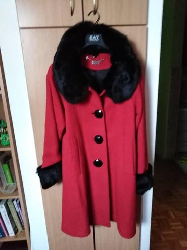 Ženska odeća | Crvenka: Kaput mona obucen samo par puta, M vel. Krzno se skida i sa rukava i o