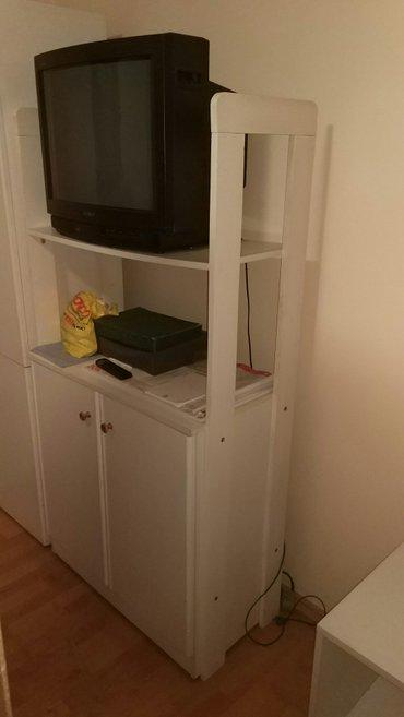 Spavaca soba : jednokrilni orman, komoda za tv i natkasna. Ocuvano. Di - Novi Sad