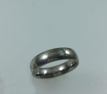 Кольцо из титана с цирконом. Размер 17,5.   в Бишкек