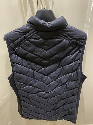 куртка russia в Кыргызстан: Жилетка GAP Оригинал В идеальном состоянии Размер М
