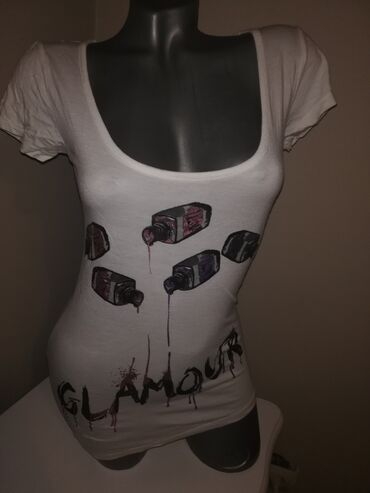 Prelepa firmirana nova majca Predivan materijal Ima elastina M L