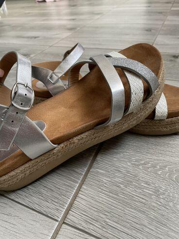 Sandale broj 40. Jednom obuvene