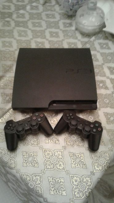 Bakı şəhərində Playstation 3 slim. 320 gb yaddas. 2 teze ve 20  oyunla.. Problemi ,