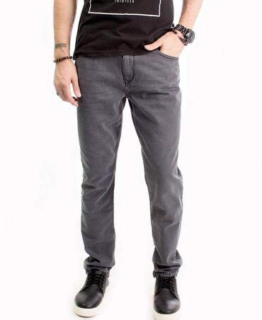 - Azərbaycan: Классические джинсы, умеренно зауженные к низу. Брендированная