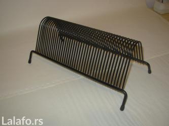 Drzac je izradjen od metala , dimenzija 29 x 14 x12 cm. I ima mesta za - Belgrade
