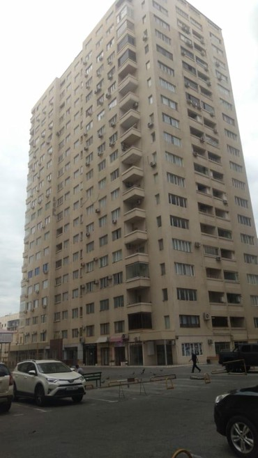 аренда помещений под магазин одежды в Азербайджан: Продается квартира: 3 комнаты, 147 кв. м