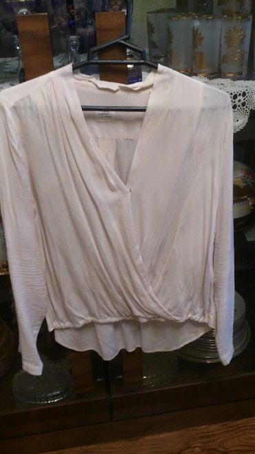 женские вельветовые юбки в Азербайджан: Блузка цвета шампанского раз 40 с брюками, юбкой отлично смотрится