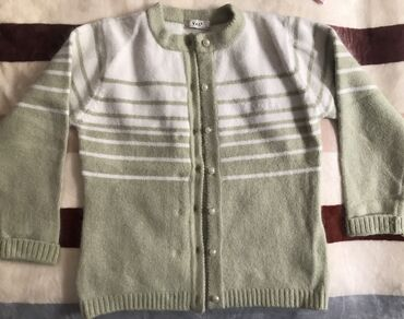 удлиненную кофту в Кыргызстан: Продаю новую очень теплую кофту на девочку 8-9 лет. Цена 200 сом