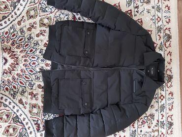 куртка в Кыргызстан: Мужская куртка осень-зима, цвет черный очень в хорошем состоянии