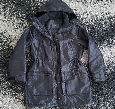 Zenska jakna crna, materijal onaj sjajan,jak, ima i slika napolju da