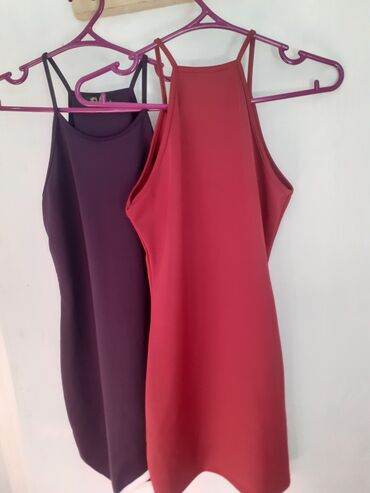 Брендовые платье стречывый сидят по фигуре очень хорошо. цвет просто