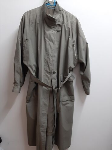 Kišni kaputi - Srbija: Zenski mantil,prelepo stoji,ima samo jednu malu peckicu pozadi,vidi se