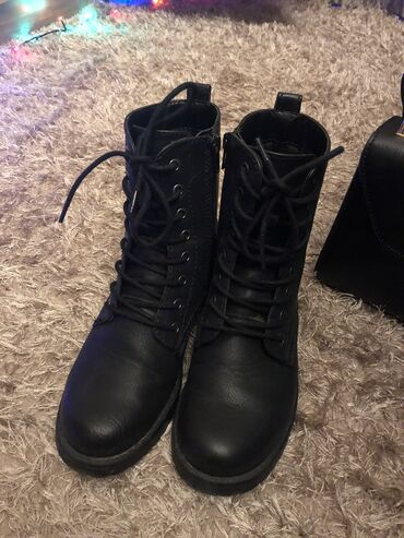 Amazon kindle touch - Кыргызстан: Продаю ботинки. Осень/Весна Б/у Заказывали на. Amazon  Одевала пару ра