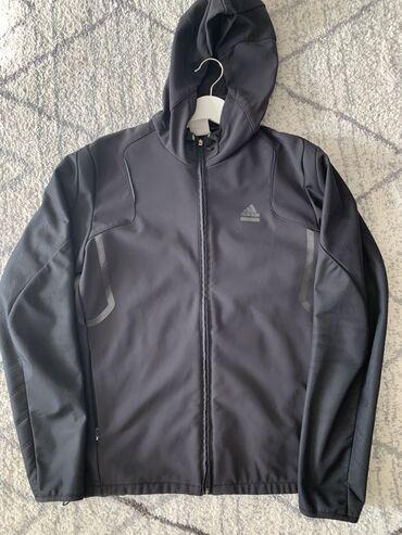 Куртка Адидас, плотный материал, не промокаемая