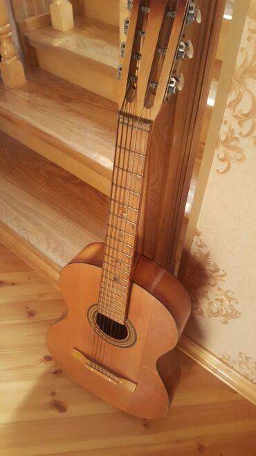 Гитары - Азербайджан: Gitara. Куйбышевская фабрика. 1990ci ilde stesal olunub 31ilin