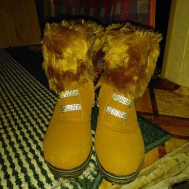 Женская обувь в Каракол: Продаю. Почти новая одевала 2 раза, размер 35-36 . состояние отличное