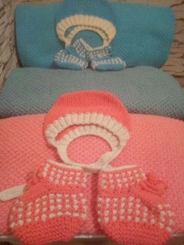 шаль вязанный в Кыргызстан: Набор для новорожденного (пинетки, шапочка и плед 100 на 72см). Набор