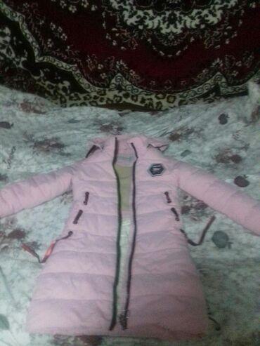 Продаю зимнюю куртку розового цветадля девочки .Подойдет для 3-4