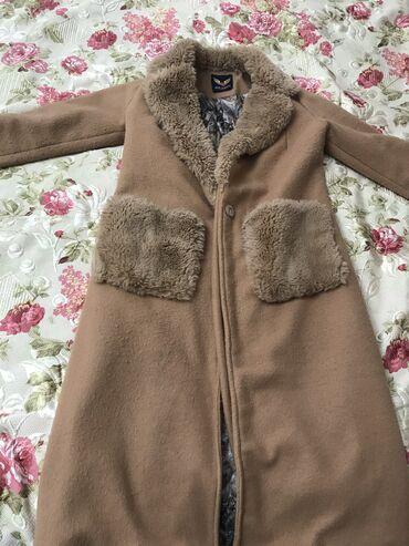 Женская одежда - Кызыл-Кия: Пальто покупала в Москве за 3000 продам за 1500 состояние б/у весь в
