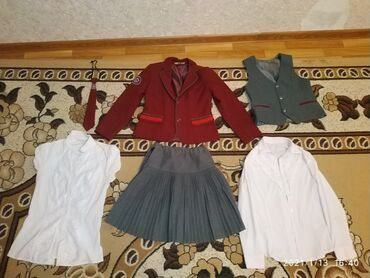 блузки для школы в Кыргызстан: Продаю школьную форму за 1500сом. Плюс в подарок имеется