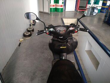 Другая мототехника в Бишкек: Продаю скутер 150 кубов в хорошем состояние есть не до четы по