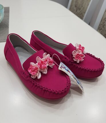 Ярко розовые мокасины на девочку. 31 размер. НОВЫЕ! цена - 500 сом